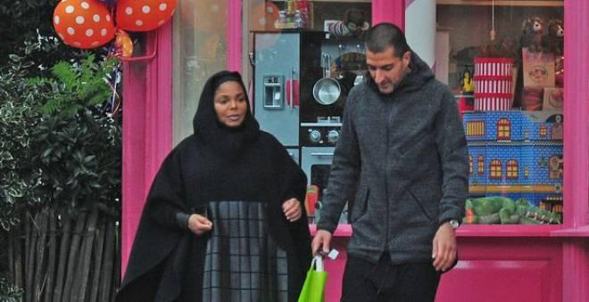 بالصور.. لأول مرة بعد زواجها بالملياردير القطري