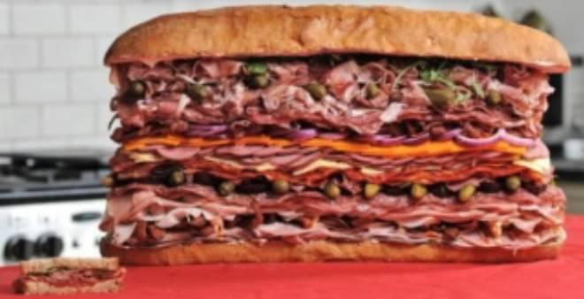 بالصور.. نيويورك تشهد إعداد أطول ساندويتش في العالم !!