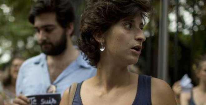 ماذا فعلت صحافية فرنسية حتى رحلتها السلطات المغربية من الداخلة ؟