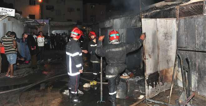 بالفيديو. تماس كهربائي يتسبب في حريق مهول بأحد الأسواق الشعبية بالبيضاء