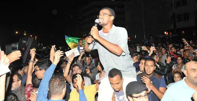 بالصور. حناجر المغاربة تصرخ احتجاجا على مقتل بائع السمك وتطالب بمعاقبة المسؤولين!