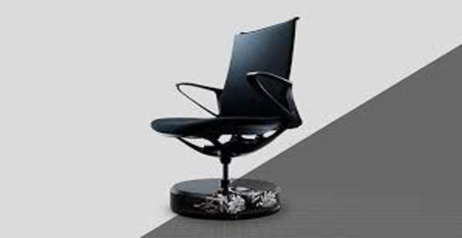 شاهد كيف يتحكم اليابانيون في الكراسي