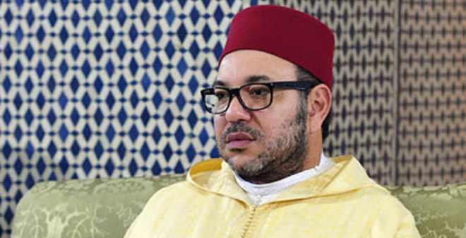 الملك يزور ضريح جده محمد الخامس ويترحم على روحه
