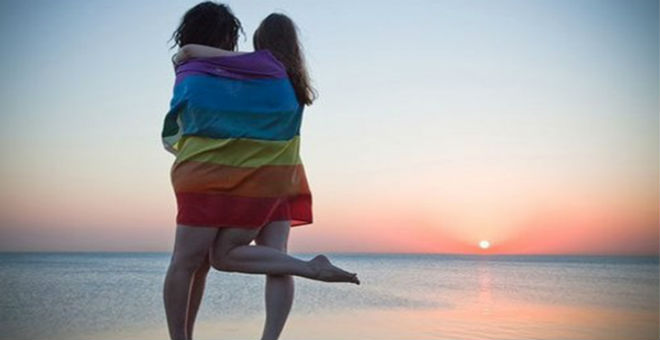 توقيف مثليتين تبادلتا القبل على سطح منزل بتهمة الشذوذ بمراكش