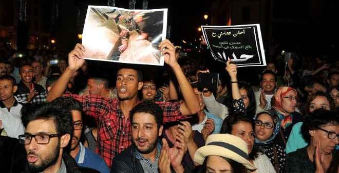 وزير الداخلية يزور الحسيمة ويهاجم مستغلي الاحتجاجات