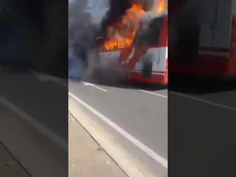 شاهد لحظة اندلاع حريق مهول بحافلة بالجديدة