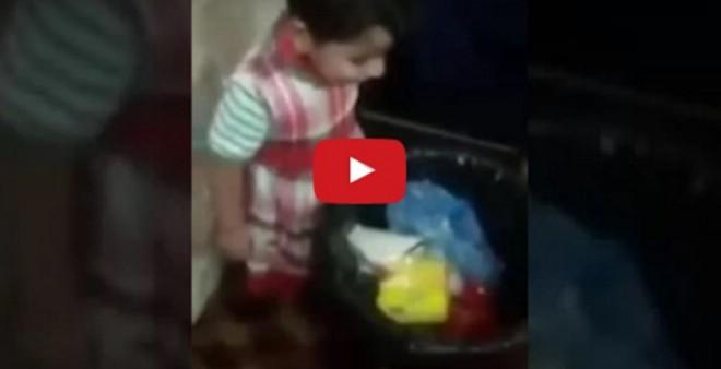لا يصدق.. فيديو لسيدة تضرب ابنها بلا رحمة ولا شفقة !!