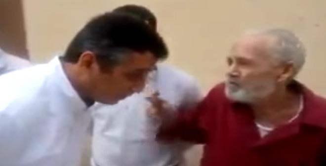 فيديو.. مدير مصنع للنسيج يعاقب عمالا لتأديتهم