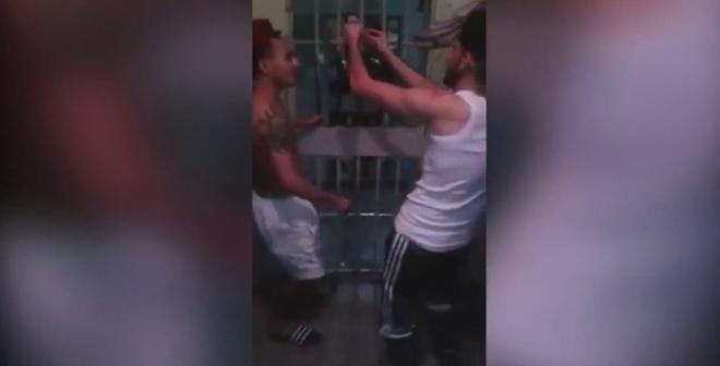 فيديو مسرب من داخل سجن عكاشة