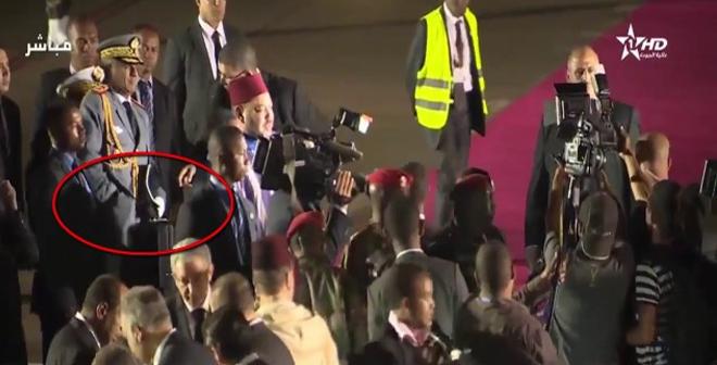 اللقطة التي استغرب لها المغاربة اليوم عند وصول الملك محمد السادس إلى جمهورية مدغشقر