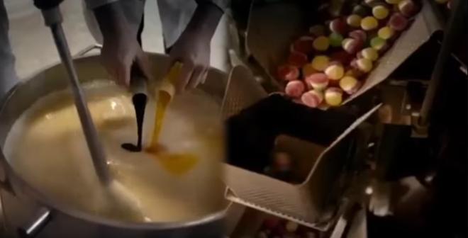 بالفيديو. شاهدوا ما يأكل أطفالكم !