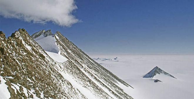 بالصور.. ماهو سر الهرم الغامض الذي أكتشف مؤخرا في القطب الجنوبي!!