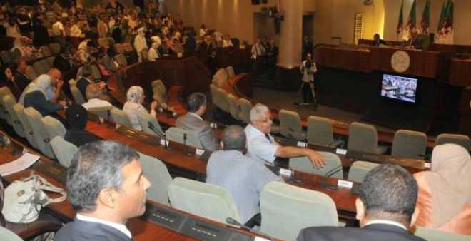 الجزائر: المجلس الشعبي يصادق على مشروع قانون المالية 2017