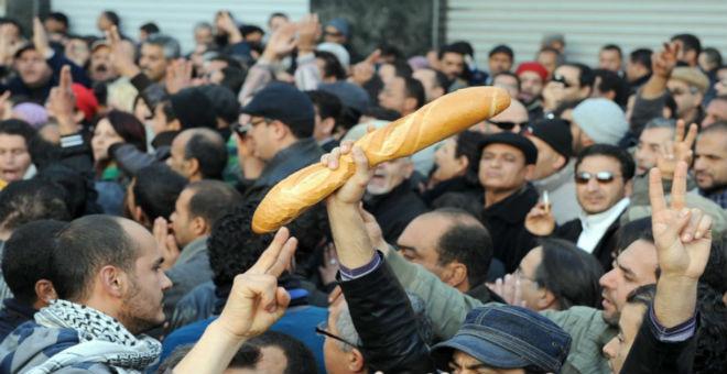 هل يتهدد السلم الاجتماعي في تونس بسبب عدم وفاء الحكومة بالتزاماتها؟