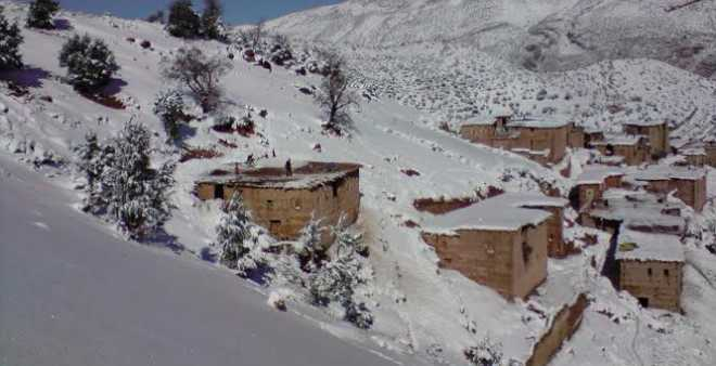 دواوير نائية بأزيلال تناشد بتوفير قوافل طبية قبل حصار الثلوج