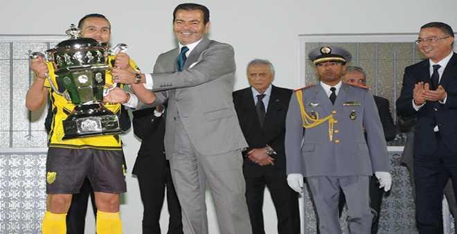 فريق المغرب الفاسي يتوج بلقب كأس العرش في العيون