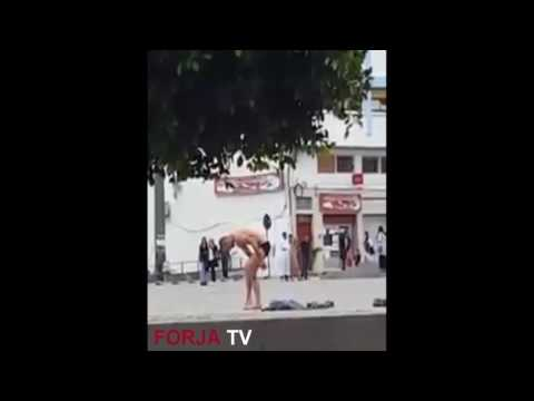 فيديو صادم….مواطن يشرمل نفسه بساحة محمد السادس بالحسيمة