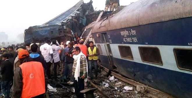 أكثر من 100 قتيل في خروج قطار عن سكته في الهند
