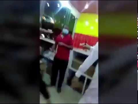 فيديو صادم..سعودي يقتل عاملا آسيويا تأخر عليه بوجبة طعام
