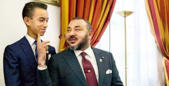 صورة الملك محمد السادس والأمير الحسن تشعل مواقع التواصل الاجتماعي