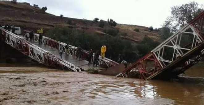 ارتفاع منسوب مياه واد..سكان بأزيلال يستنجدون بعد انهيار المعبر الوحيد نحو القرى