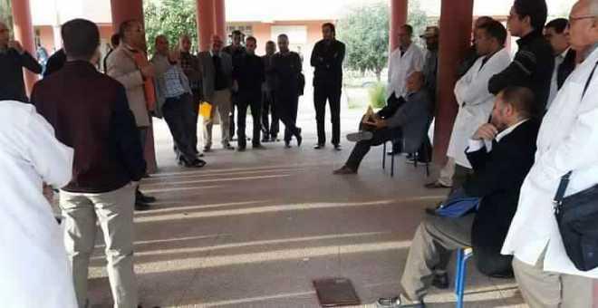 أطر تربوية تحتج ضد التحرش بالتلميذات واستهلاك المخدرات بثانوية في بني ملال