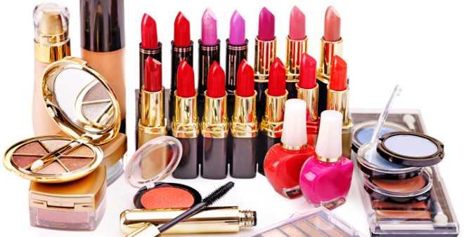 أمن البيضاء يضبط كمية كبيرة من منتجات التجميل منتهية الصلاحية!