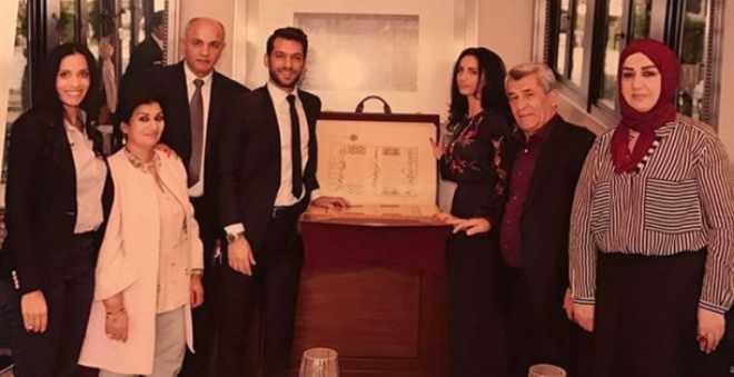 بالصور..أردوغان يقدم هدية مميزة لمراد يلدريم وخطيبته