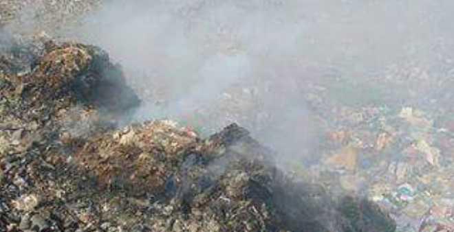 سكان سوق السبت بإقليم الفقيه بن صالح يختنقون من نفايات محترقة