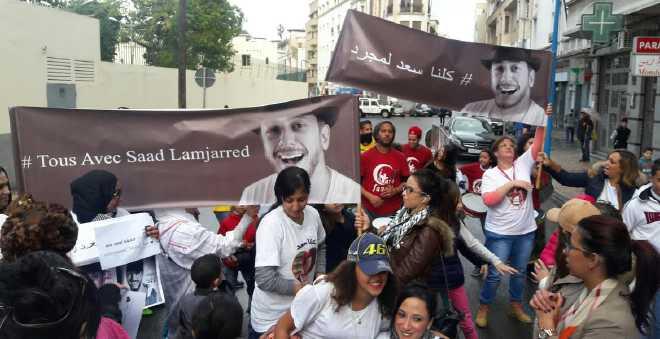 عشاق سعد لمجرد يتظاهرون أمام السفارة الفرنسية للتضامن معه