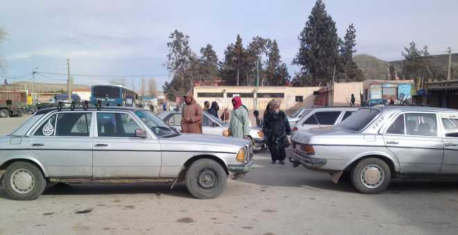 طريق وعرة ومتهالكة تتهدد سيارات الأجرة الكبيرة بمنطقة تونفيت