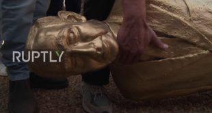 بالفيديو.. اسقاط تمثال ذهبي لنتنياهو من طرف مجموعة من المحتجين!!