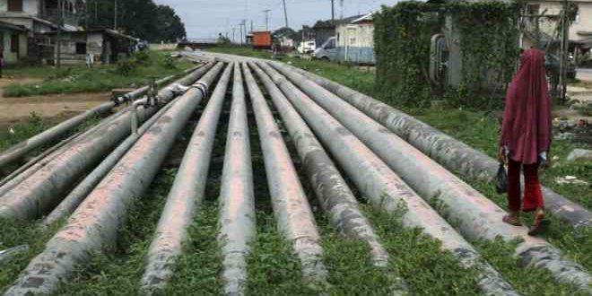 أنبوب لنقل الغاز الطبيعي في منطقة أوكريكا جنوبي نيجيريا.
