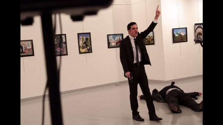 بالفيديو. لحظة إطلاق النار على السفير الروسي في تركيا!!
