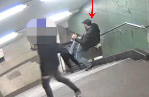 فيديو.. شاب ألماني يدفع محجبة من الدرج بدون رحمة