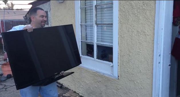 بالفيديو.. مفاجأة رجل لزوجته تتحول لكارثة