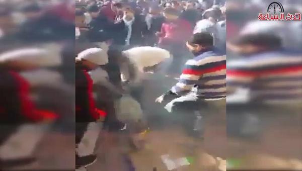 فيديو صادم.. لمواطن أضرم النار في جسده أمام كوميسارية باب الحد بالرباط