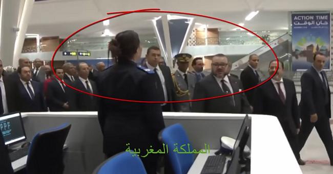 محمد السادس يدشن مطار مراكش مفخرة المغرب.. ويلقي السلام على شرطية بصوت مرتفع