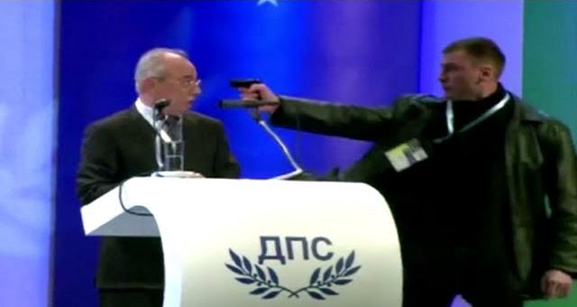 فيديو محاولة الاغتيال الفاشلة لزعيم حزب تركي في بلغاريا