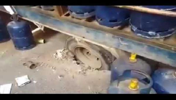 شاحنة محملة بالقنينات الغازية تسقط في حفرة بالرباط