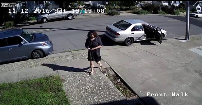 شاهد ما قامت به هذه فتاة أمام أحد المنازل !