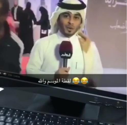 لقطة طريفة بين الصحافيين في قطر