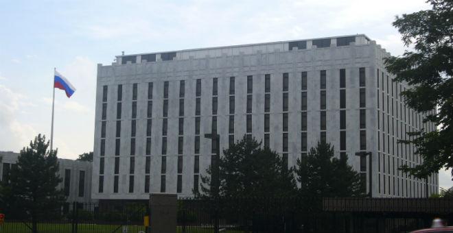 واشنطن تطرد 35 دبلوماسيا روسيا..وبوادر توتر جديد بين البلدين