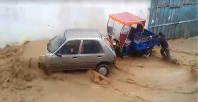 خطير.. سيول الأمطار تجرف كل ما في طريقها بوزان
