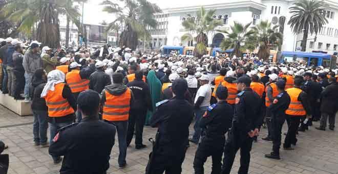 شباب ''لورن آند أورن'' يحتجون بالبيضاء لإنقاذ أموالهم
