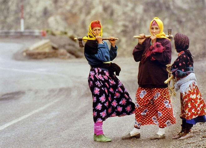 نساء نقابة مخاريق يتظاهرن لإنصاف العاملات المغربيات