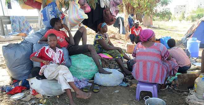مسؤول حقوقي جزائري يصف المهاجرين الأفارقة بالكارثة ويتهمهم بنشر السيدا!