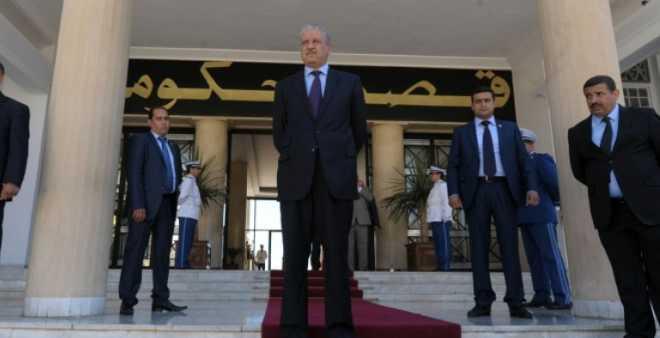 وزراء الجزائر يتنازلون عن 10 بالمائة من رواتبهم بسبب الأزمة الاقتصادية