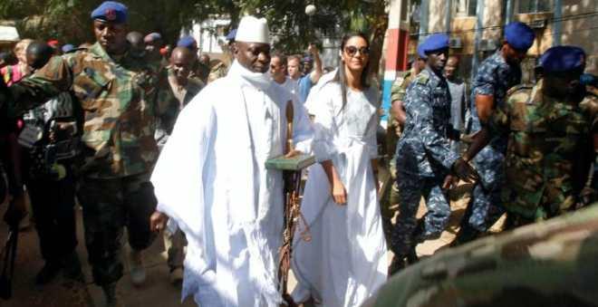 مرشح المعارضة في غامبيا يفوز على رئيس حكم البلاد22 سنة
