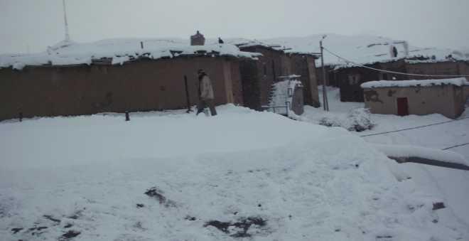 إثر التساقطات المطرية... قرى تونفيت تتخوف من حصار الثلوج